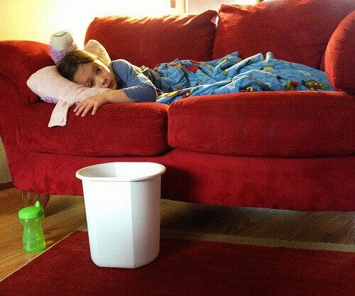 Pojke med bihåleinflammation