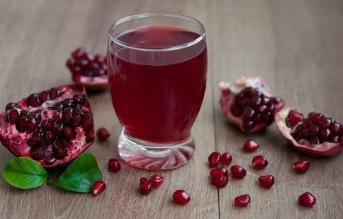 Juice på granatäpple