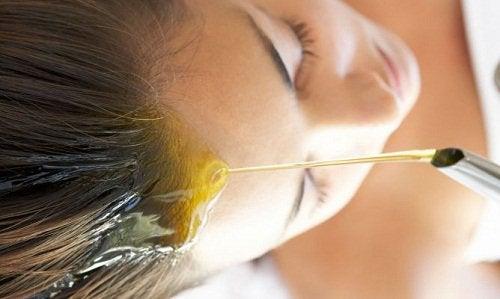 Mandelolja för håret