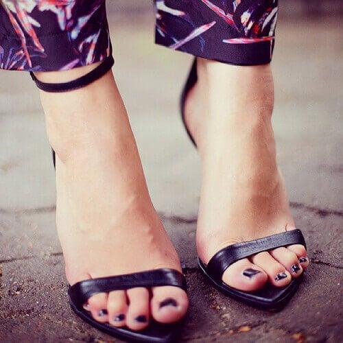 Vi vet alla att dålig lukt i skorna kommer från vår fotsvett. Ibland har du  dock säkert märkt att vissa skor luktar sämre än andra. 52bc48e2297a7
