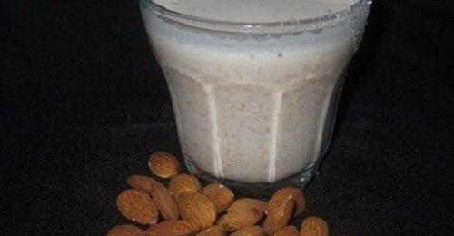 Hälsofördelar med mandelmjölk: känner du till dem?