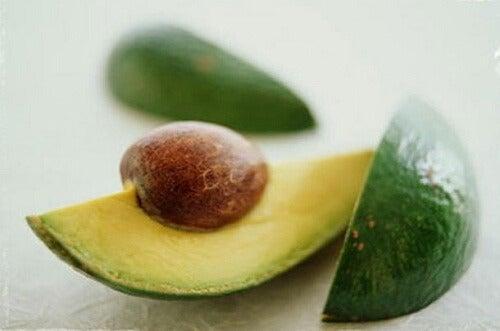 Massage med avokadokärna