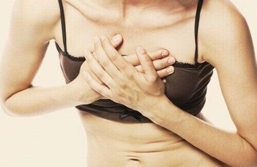 hugg vänster sida bröstet