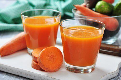 Drick morotsjuice för att minska urinsyraproduktionen