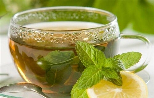 Grönt te kan lindra smärta