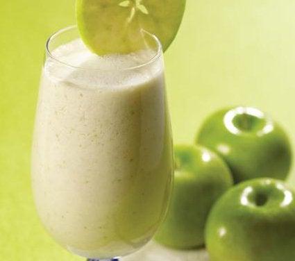 Mixade havregryn och äpple i glas