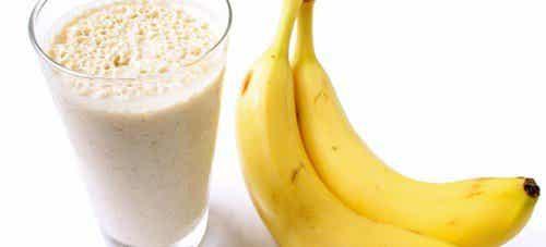 Bekämpa vätskeretention med banansmoothies