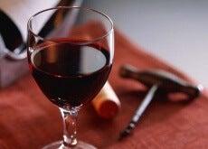 Glas med rött vin