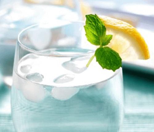 Isvatten och citron