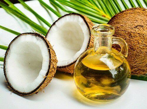 Kokosolja till vår antirynkkräm