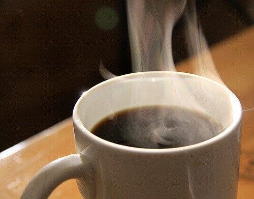 Ånga-från-varmt-kaffe