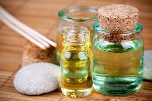 Använd naturliga oljor för din hud