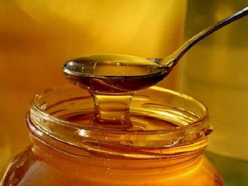 Använd honung för att bleka armhålorna