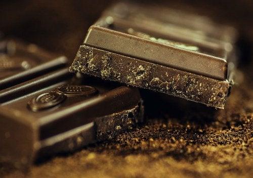 Detta händer i kroppen när du äter mörk choklad