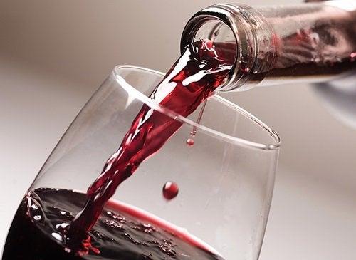 Ett glas rödvin minskar risken för kranskärlssjukdomar och stroke