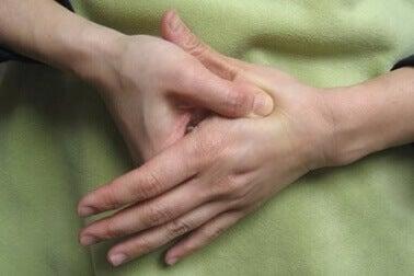 Akupressur på handen