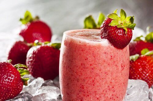 Smoothie med havregryn och jordgubbar