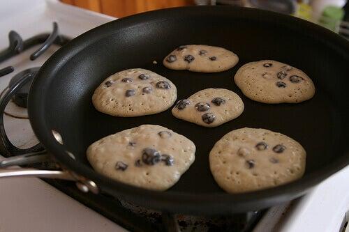 VI kan få i oss tungmetaller från våra köksredskap