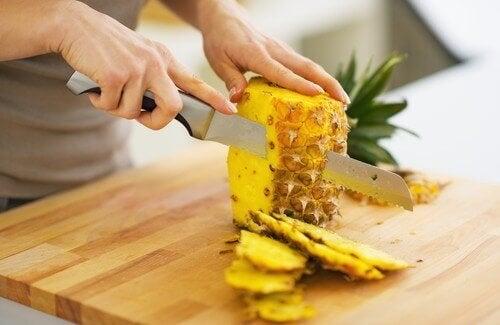 Ät ananas för att tappa vikt och avlägsna gifter