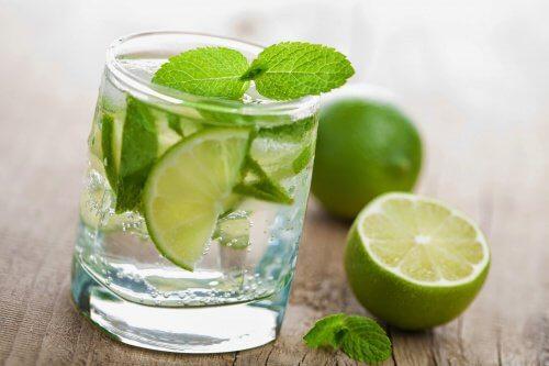 citronvatten på fastande mage