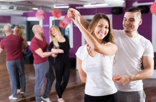 Dansande personer