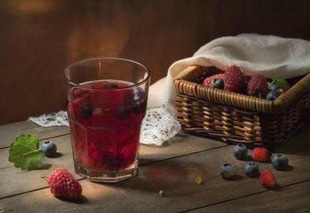 Tranbärsjuice rensar kroppen på gifter