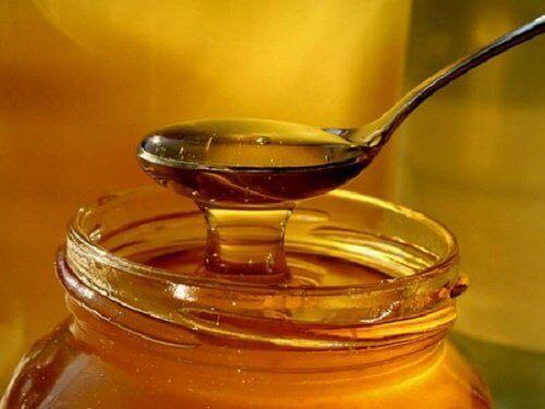 Använd honung och lök för att lindra hosta