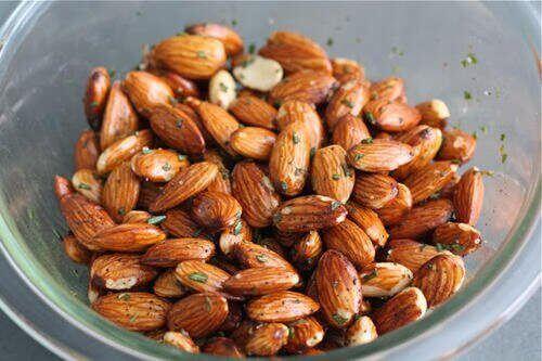 Rostade mandlar och rosmarin för bättre minne