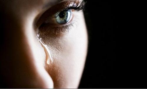 Sorgsen kvinna