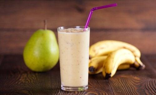 smoothie med päron och banan
