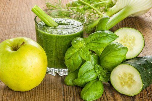 Recept på en grön juice för viktnedgång