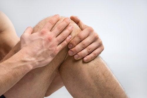 Mildra besvären genom att göra dessa övningar mot knäsmärta