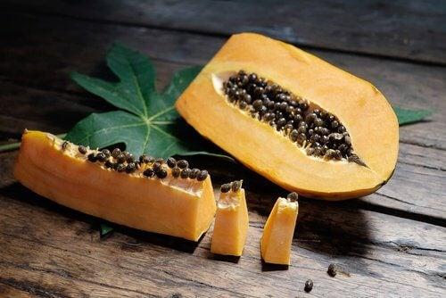 delad-papaya-med-frön