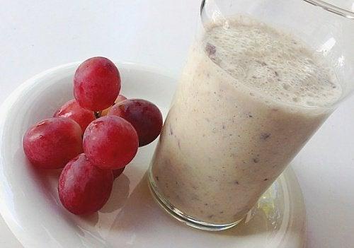 smoothie med druvor och havre