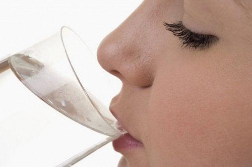 Därför bör du dricka ljummet vatten på morgonen