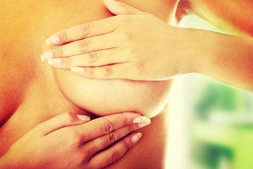 Bröstundersökning viktigt för att upptäcka cancer