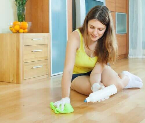 Använd talk för rengöring av golv