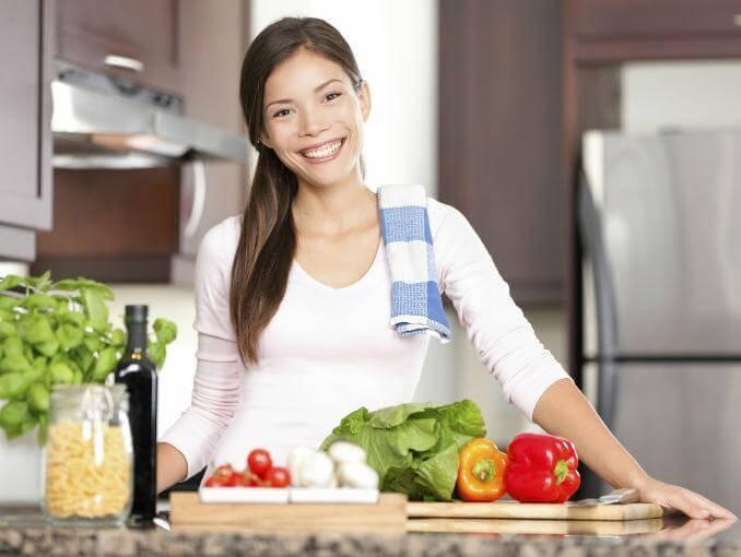 Kvinna-i-köket