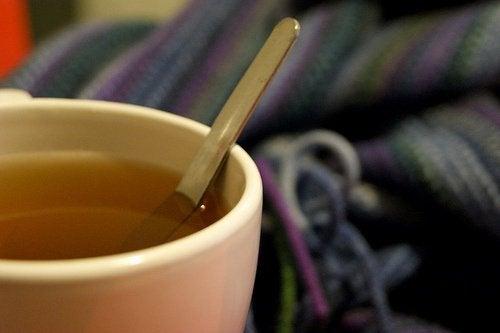Te för att bli av med myror
