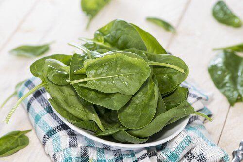 Spenat är bland de bästa grönsakerna för viktnedgång.