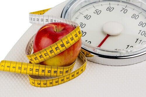 Tappa-vikt-med-äpple