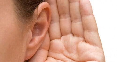 pulserande ljud i örat