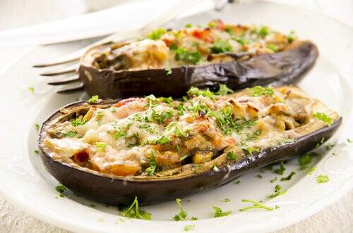 Fyllda äggplantor är en kulinarisk läckerhet