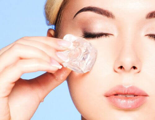 Föryngra ditt ansikte genom att använda isterapi