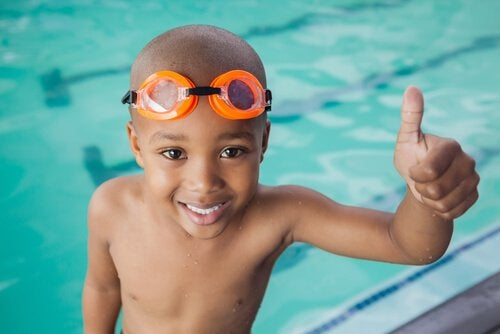 Barn-vid-pool