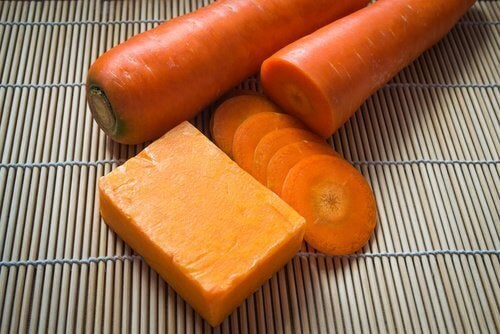 Gör en hemgjord tvål med morötter