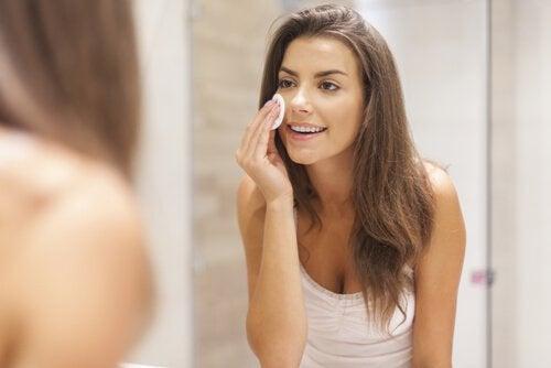 ansiktspeeling vårdar huden
