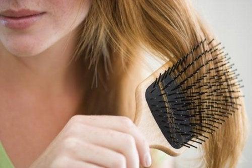 Naturliga kurer mot håravfall