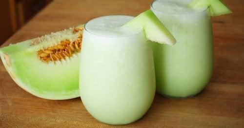 Melon-, spenat- & vindruvssmoothie för trötta muskler