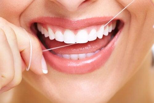 Håll en god munhygien för att bekämpa dålig andedräkt